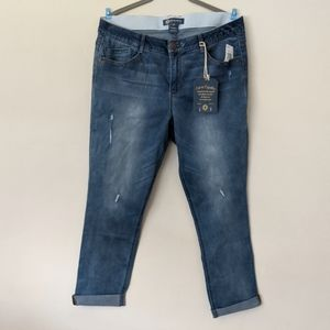 NWT Democracy Core Essential distressed jeans 14